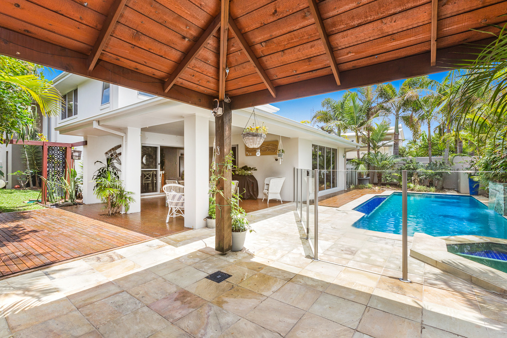 15 Narrabeen pool/cabana