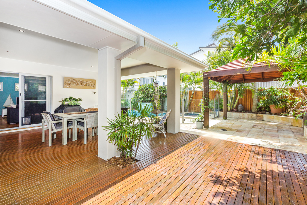 15 Narrabeen outdoor area