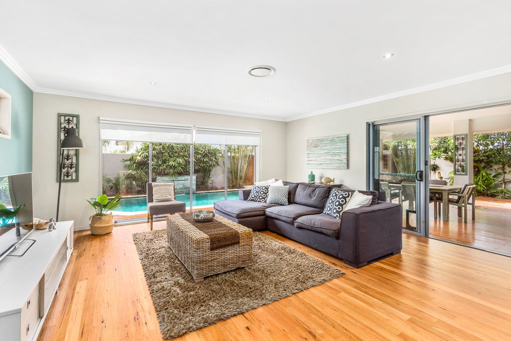 15 Narrabeen family room