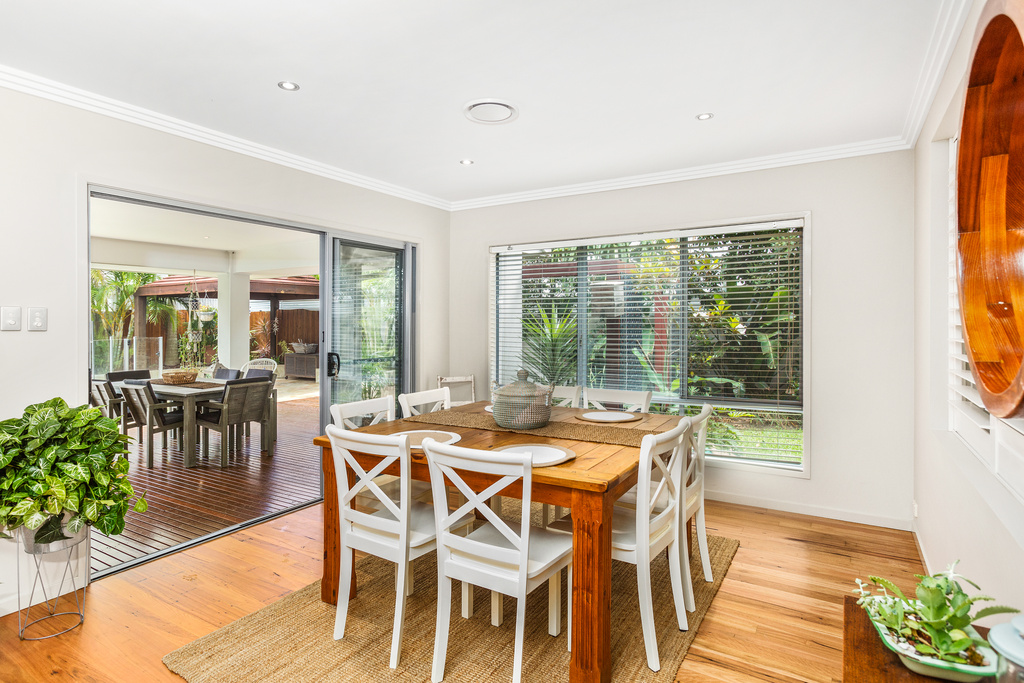 15 Narrabeen dining