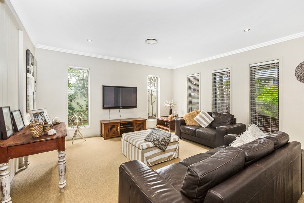 15 Narrabeen TV room